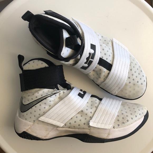 54c0dfc0f121 NIKE Lebron Soldier 10 Basketball Shoe. M 5c30e700fe5151e69f088ed7